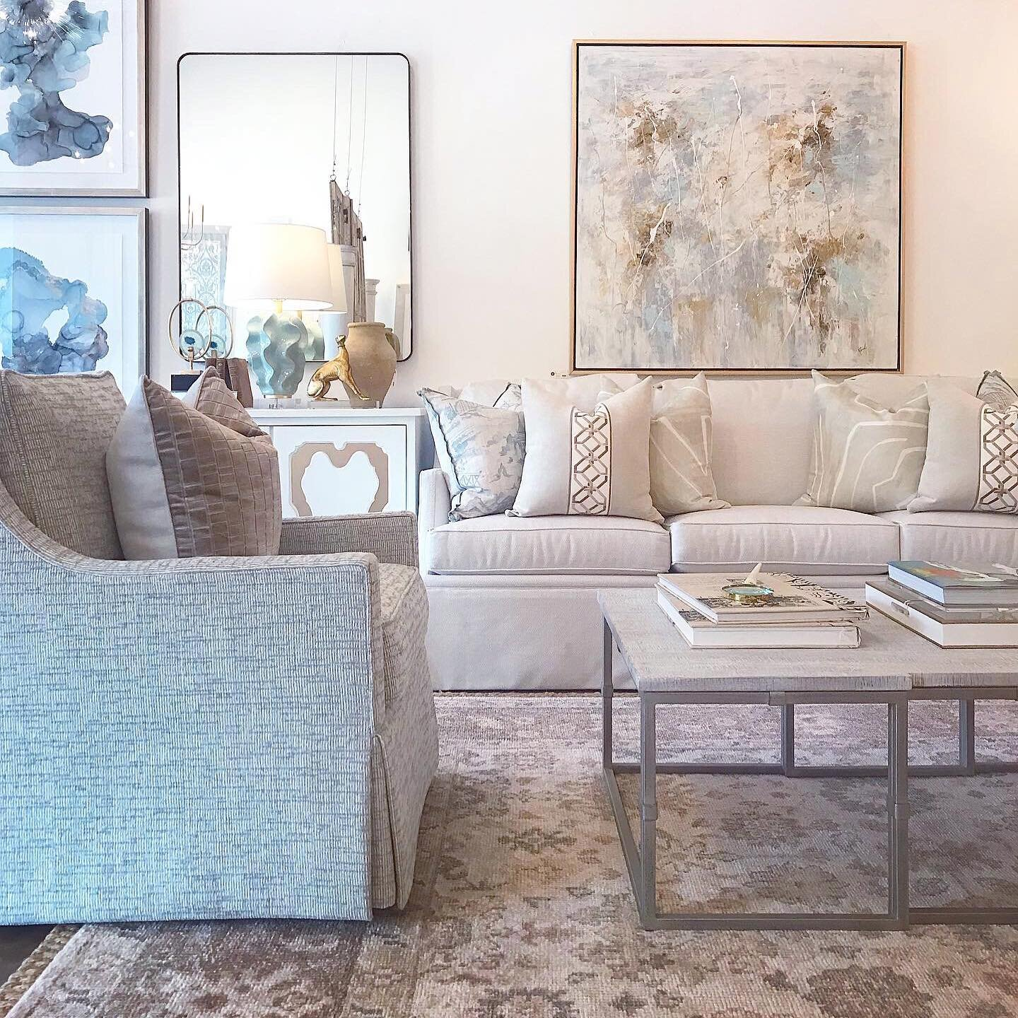 One of our favorite chair frames with beautiful blue textured upholstery! We just used a pair of 的se in a clients house 和 的y go with so much! 💕 #providencedesign #ourfavoritethings
