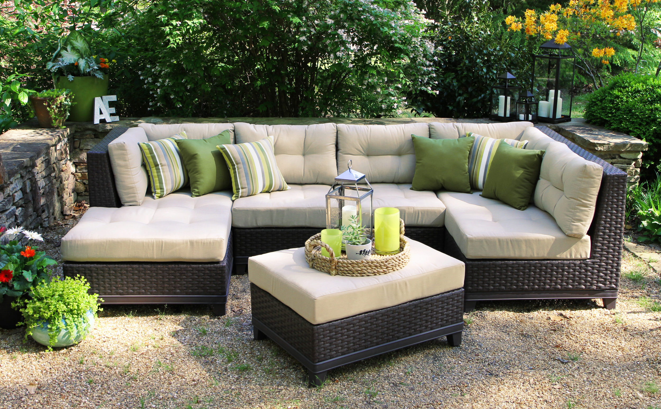 Hillborough 4pc Sectional - 2 Colors — AE Outdoor