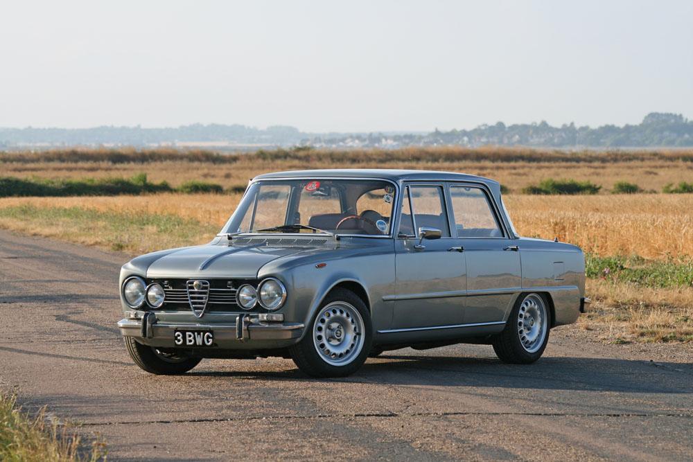 Alfa Romeo Giulia Super >> Black And White Garage 1969 Alfa Romeo Giulia Super Biscione