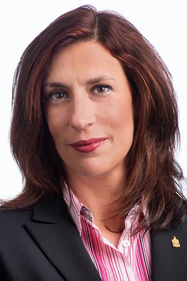 Sande petronearm住宅总监. Sande是一名持有执照的房地产销售人员,并拥有合格住宅经理(ARM)认证. 她是房地产管理协会(IREM)和我的18新利在线官网登录协会的成员。