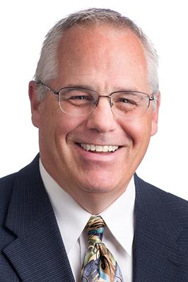 Joe是一名持有执照的房地产销售人员,在商业房地产行业有25年的经验. 他在联合房地产公司(Union Real Estate)工作了6年,于2000年重返公司. 在此期间,他在……
