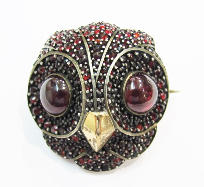 Brooch. 9k gold, Bohemian garnet. 19th century. Currently available at 灰色& Davis.