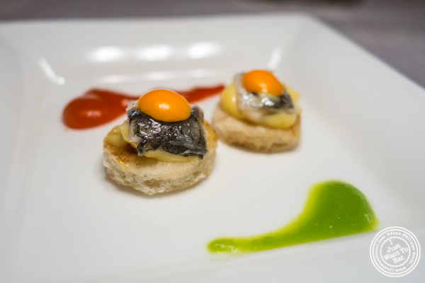 Anchovy canapé at Paname, French restaurant, in 纽约市, NY