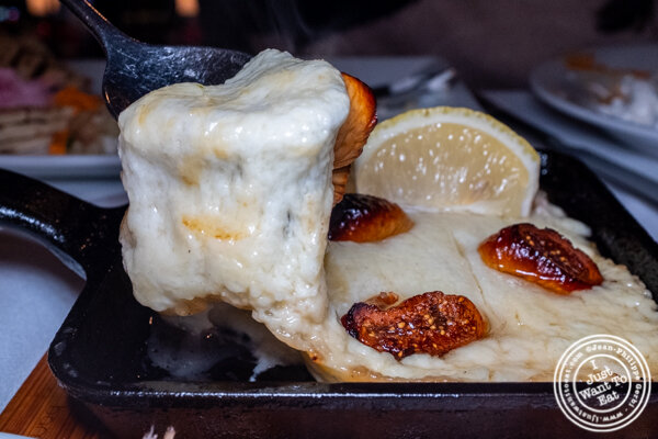 Saganaki at Ammos Estiatorio in 纽约市, NY