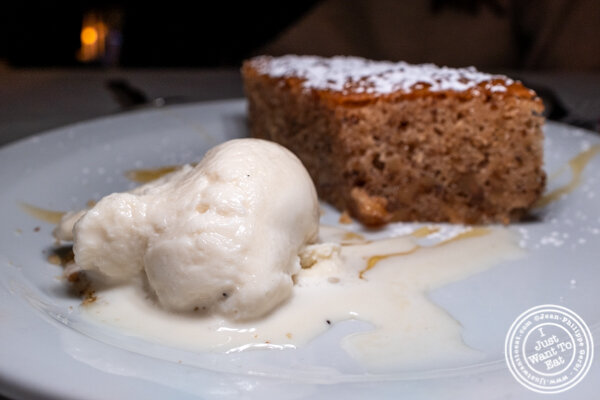 Walnut cake at Ammos Estiatorio in 纽约市, NY