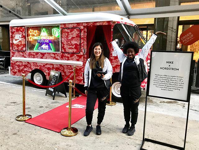 快乐的星期六! We&我们很高兴能和你们分享这个非常棒的项目. We&我们今天在纽约为@mktg_inc和@nike的朋友们提供了移动塔罗牌卡车. 我真的为这个感到骄傲. 🤩🔮✨👟