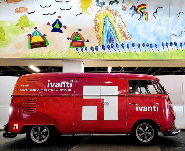 """We&我们的伊万公路之旅已经进行了6周,我们已经深入到了伟大的德克萨斯州的中心地带! We&""""今年,我们在德克萨斯儿童基金会的玩具捐赠活动中有点早地融入了捐赠的精神&休斯顿医院和UTMB健康中心. 我得喜欢@goivanti这样的伟大品牌,他们优先做善事! 接下来,达拉斯!"""