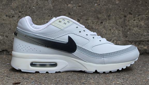 Royaume-Uni disponibilité 73607 7d067 Kids Nike Air Classic BW Leather White/ Black / Silver (Size 6) DS — Roots