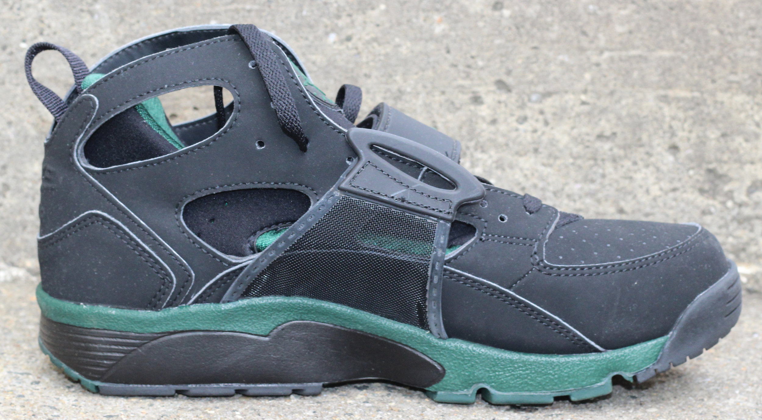 low priced dec9b 3b834 Nike Air Trainer Huarache Black / Forest Green DS — Roots