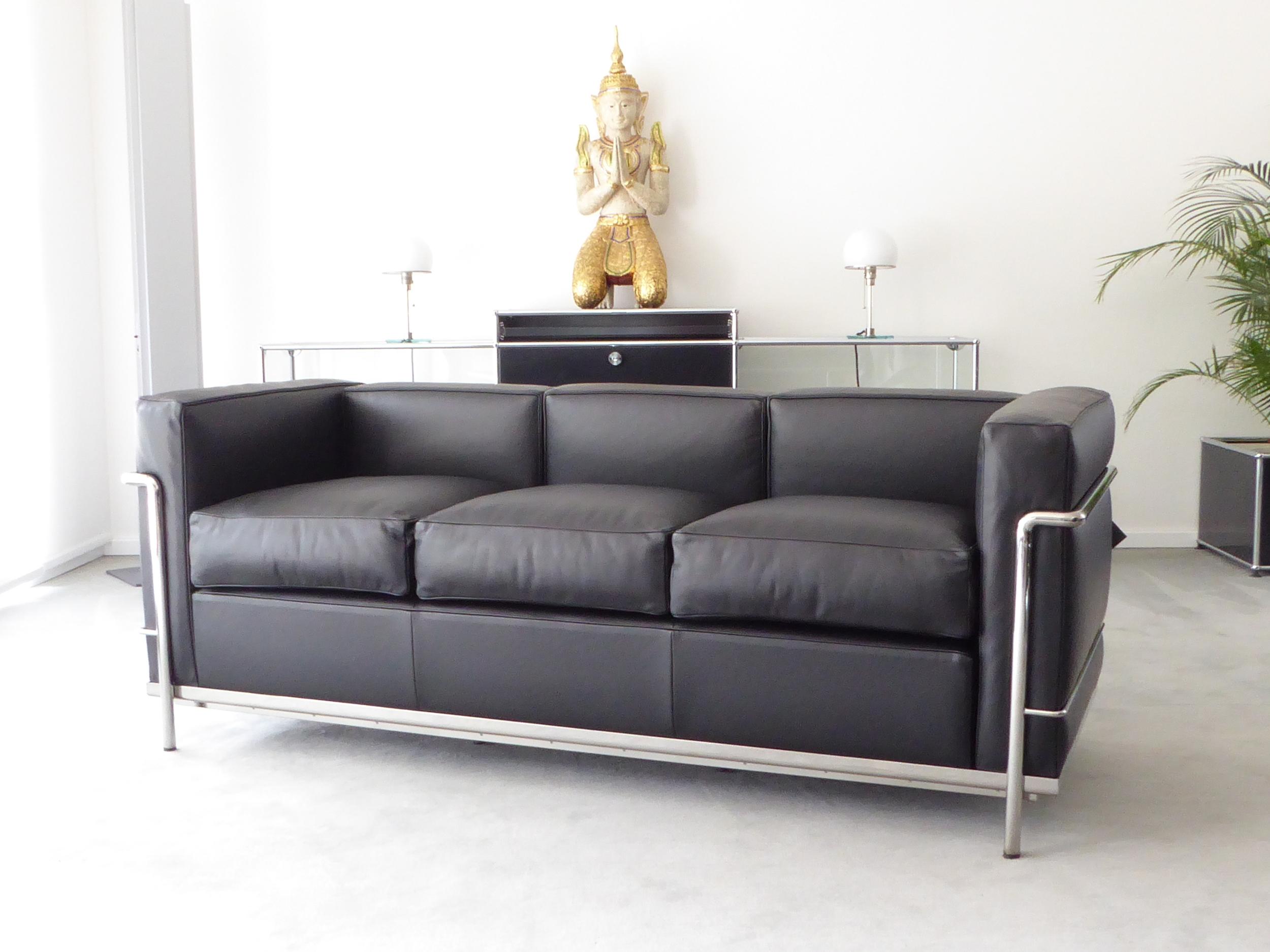 Cassina Le Corbusier LC2, 3-Sitzer, Leder schwarz, Top! — furniture4life