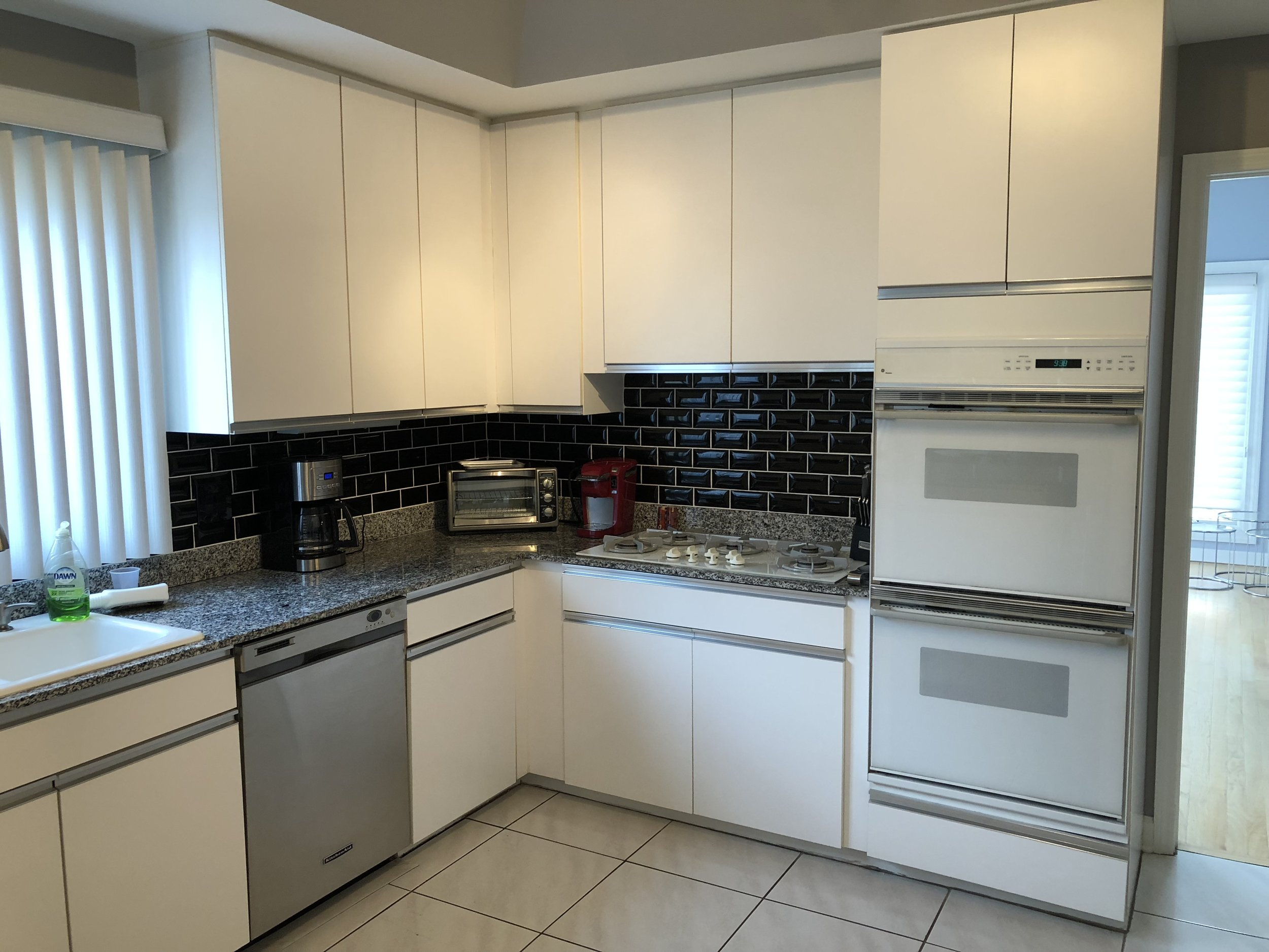Great Complete White Kitchen Cabinets Liances Granite Counters Butler S Pantry Aid Ge Cooktop Wall Ovens Little Green Kitchens