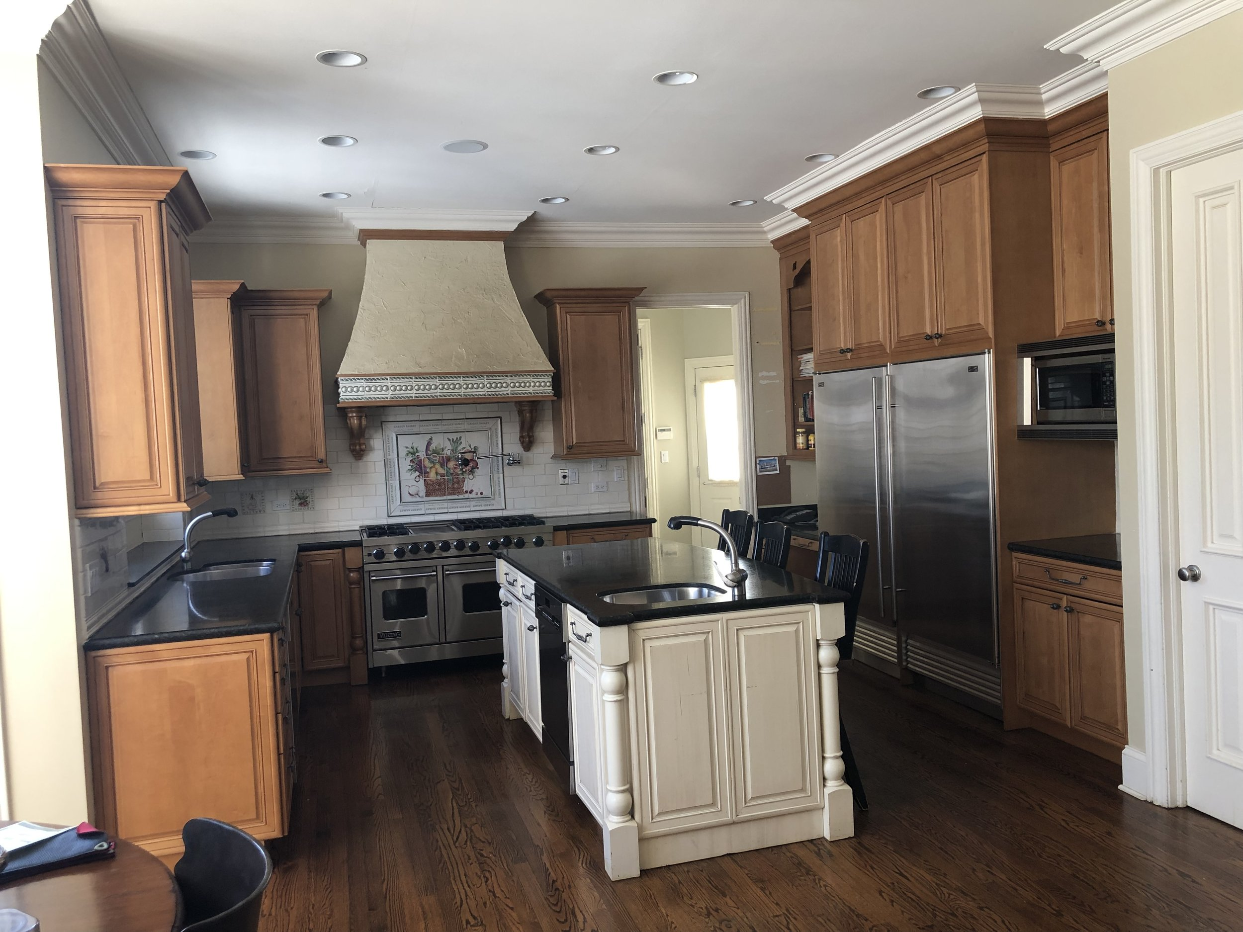 Gorg Complete Wood Brookhaven Kitchen Cabinets Granite Sub Zero Stainless  Steel Appliances Butlers Pantry Island — Little Green Kitchens