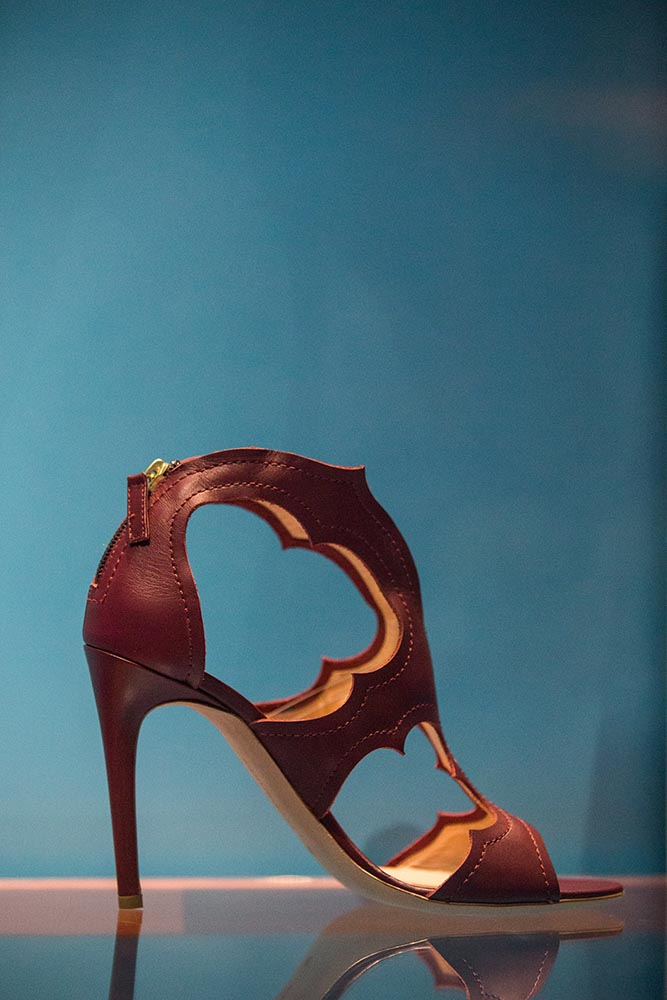 "The 90-degree high heel shoe called ""Estelle"""