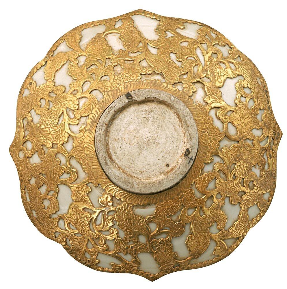 White-glazed stoneware dish decorated with gold, northern China, nomadic Qidan tribe, 10th century AD, diameter: 14cm