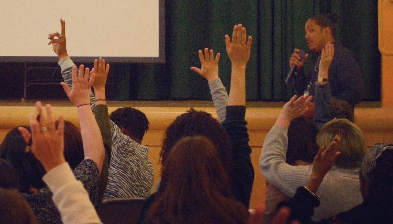 的机构? 通过以创客为中心的学习和艺术融合建立批判意识的思考, 2018 - 2019年的助教, 民族研究, 艺术, 并让老师, 混凝土社区学校的玫瑰, 奥克兰