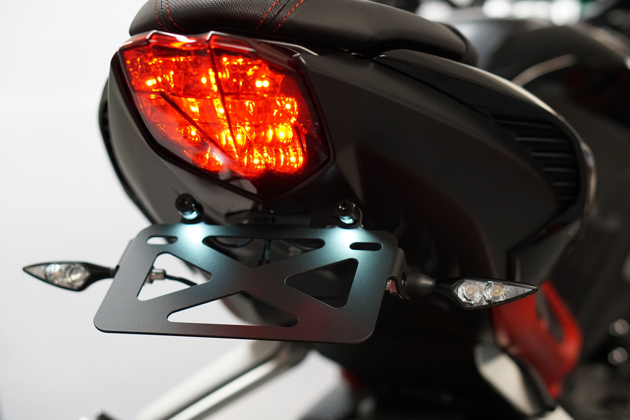 Triumph Street Triple 765 RS//S//R Tail Tidy With LED Indicators 2017 2018 2019 *Plug /& Play*