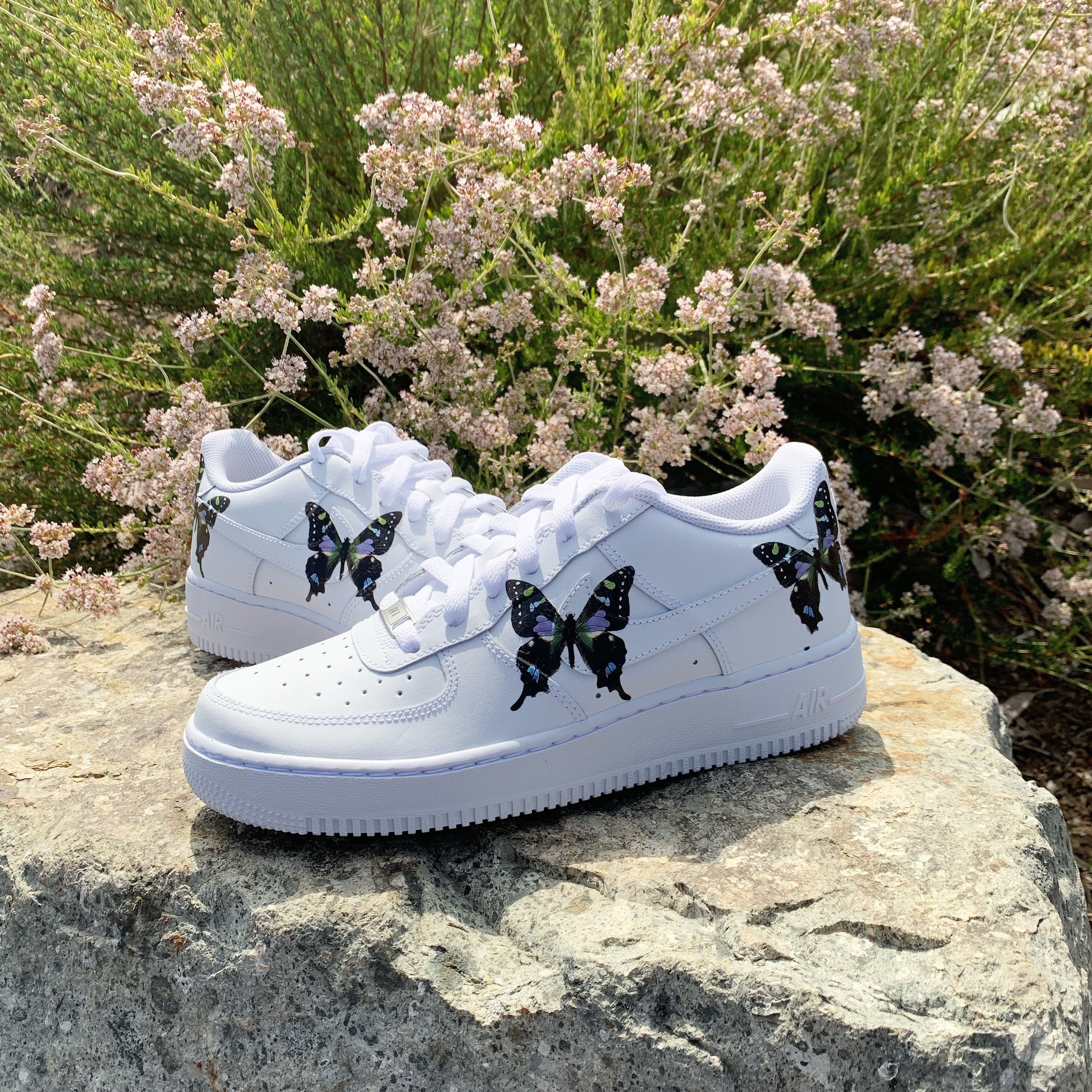 nike air force 1 hvit with butterflies