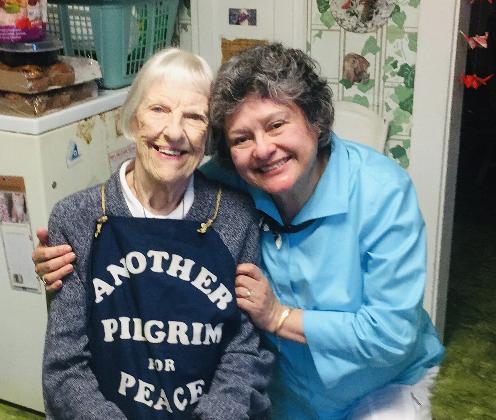 Mayte Picco-Kline shares a smile with Peace Pilgrim's 105-year-old sister, Helene Young