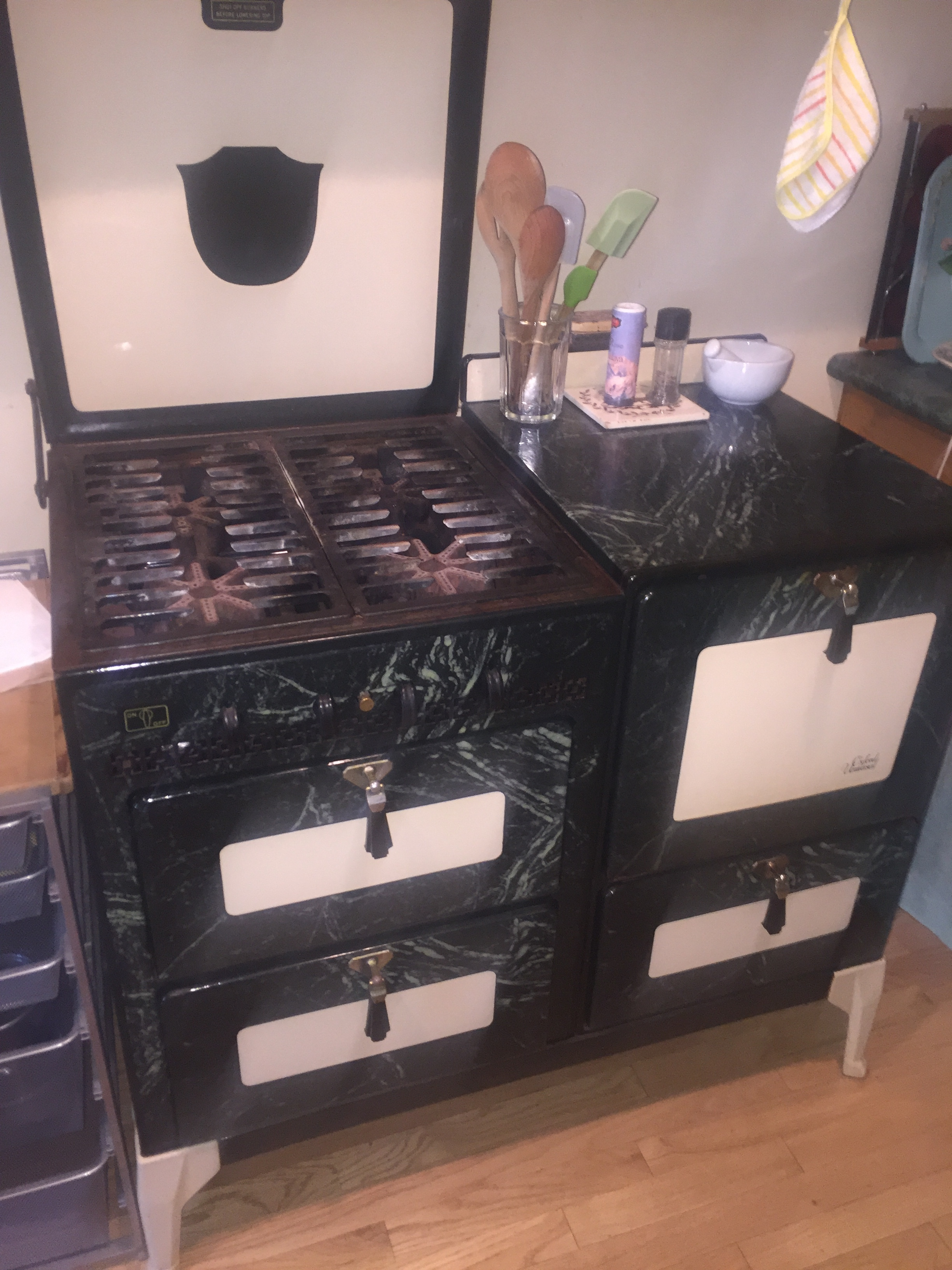 Oxford Universal Antique Enamel Stove — Murco Recycling