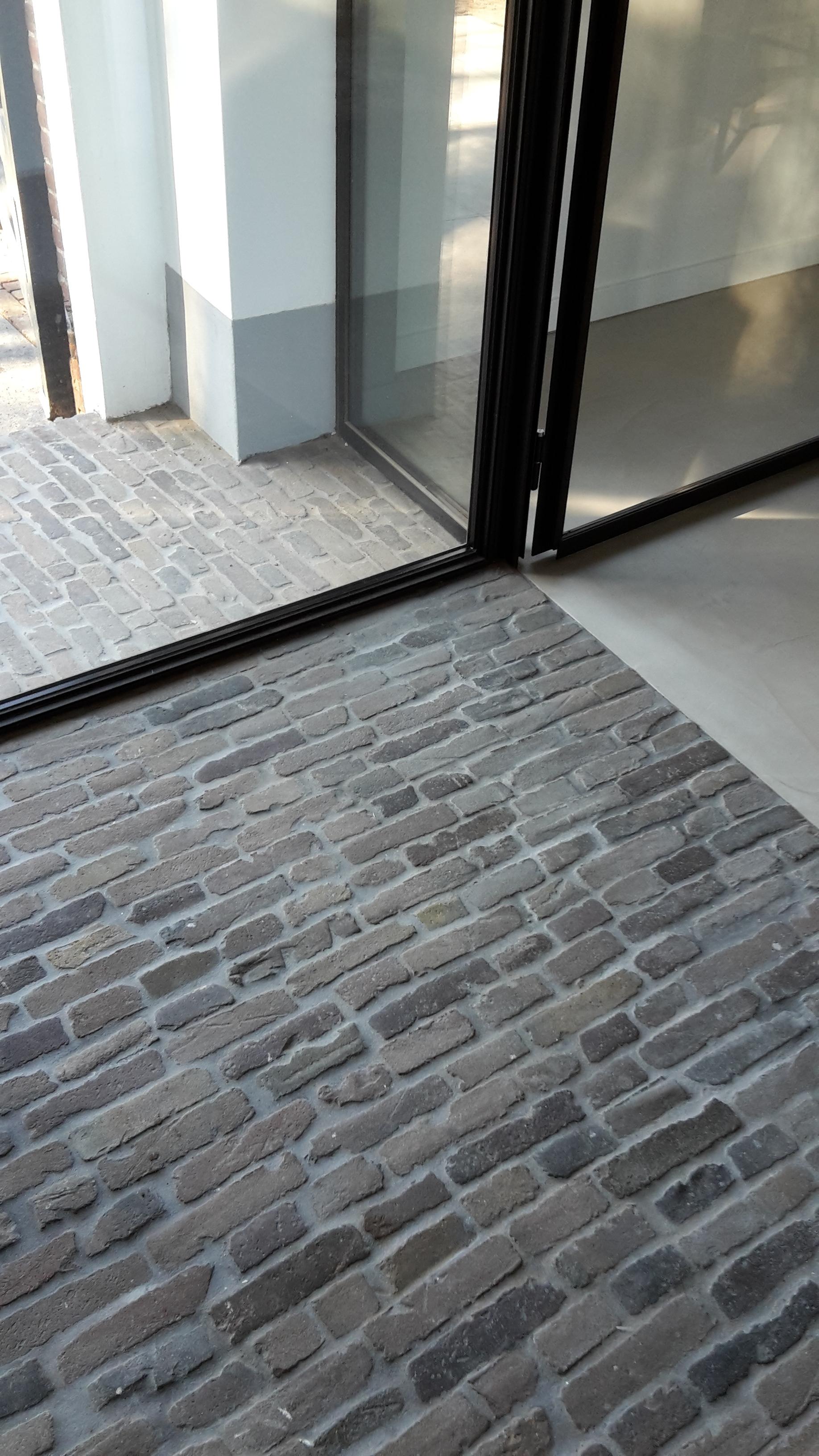 Copy of Stalen deuren bij oude vloer