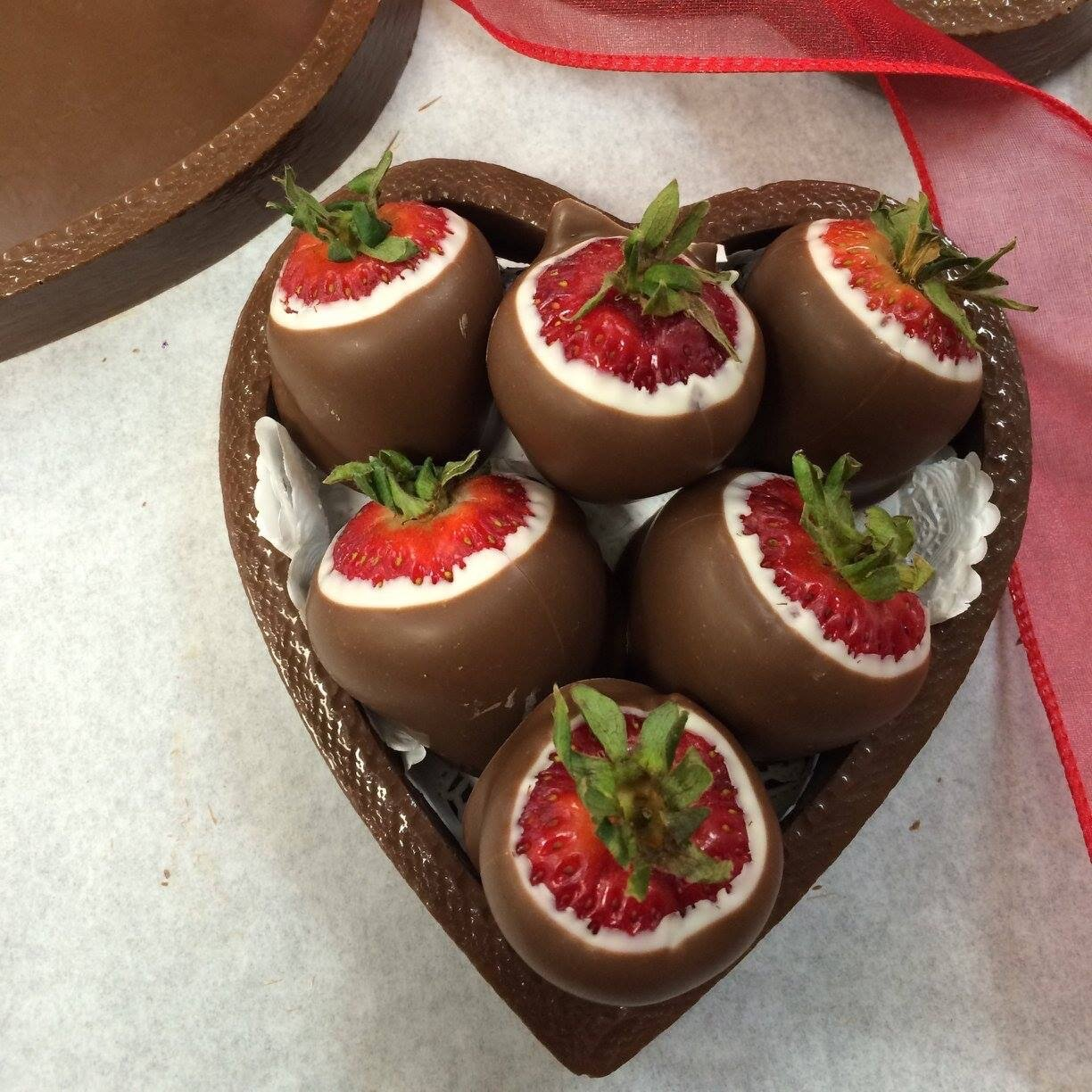 Chocolate Heart Box Filled With Chocolate Covered Strawberries P U Or Delivery Only Bellbrook Chocolate Shoppe