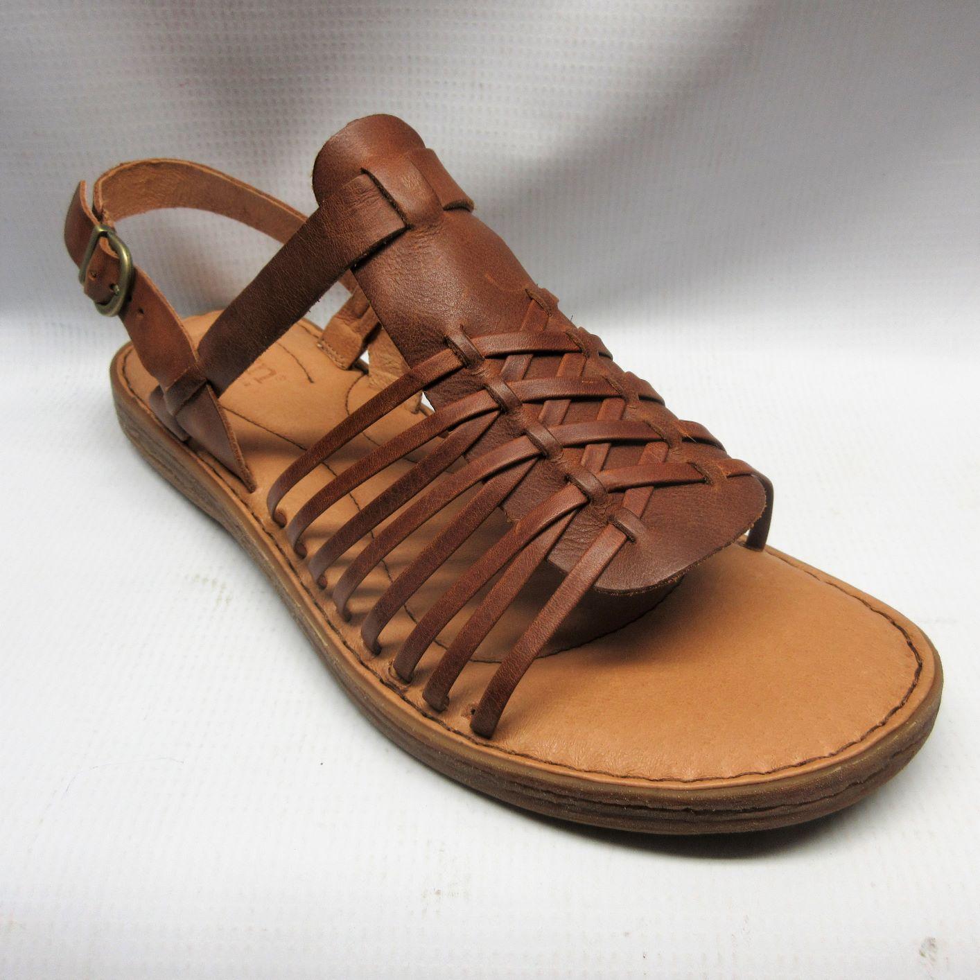 Born Santiam Women Tan In Sandals NmOy8nwv0