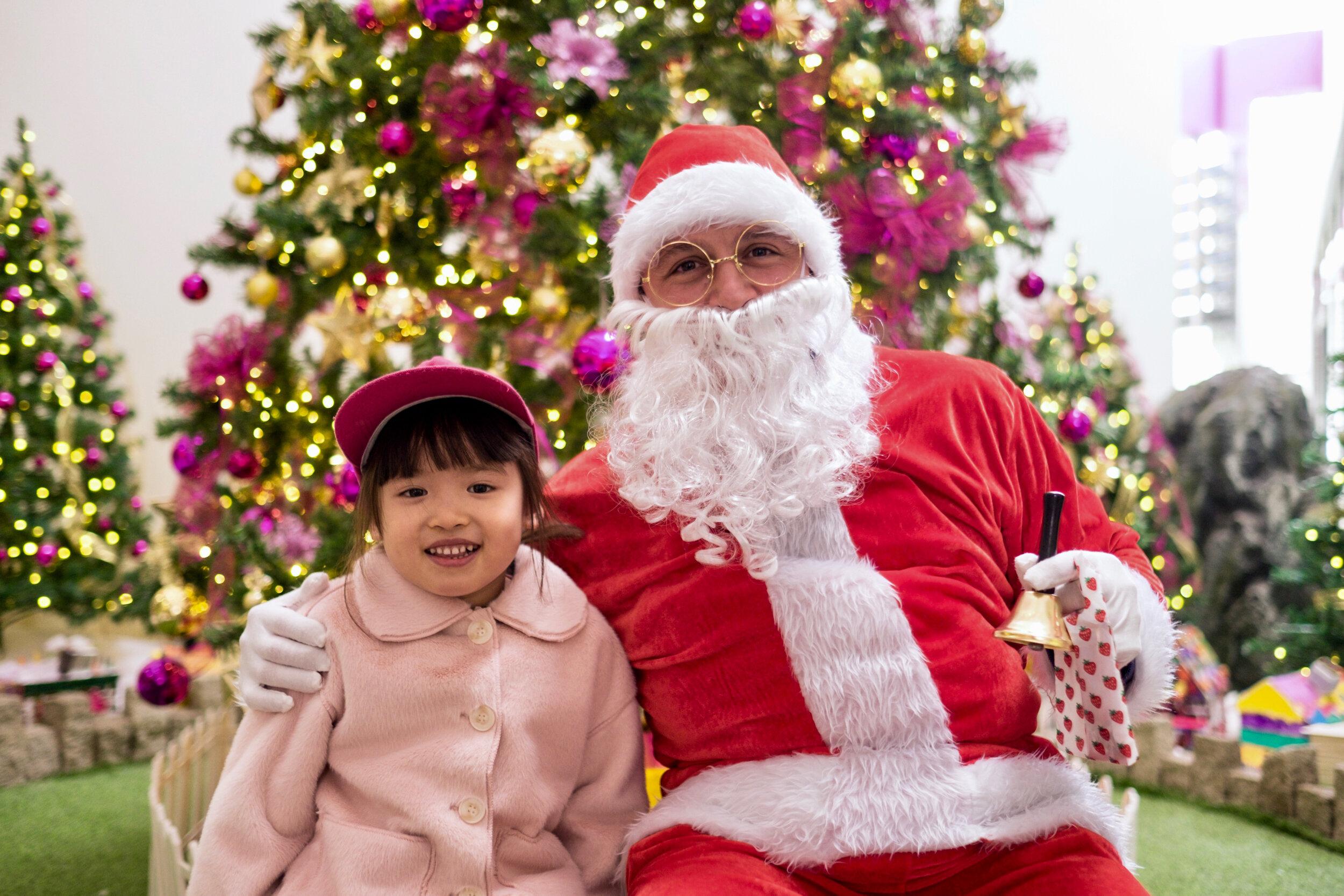 Photoshoot with Santa Clause-132.jpg