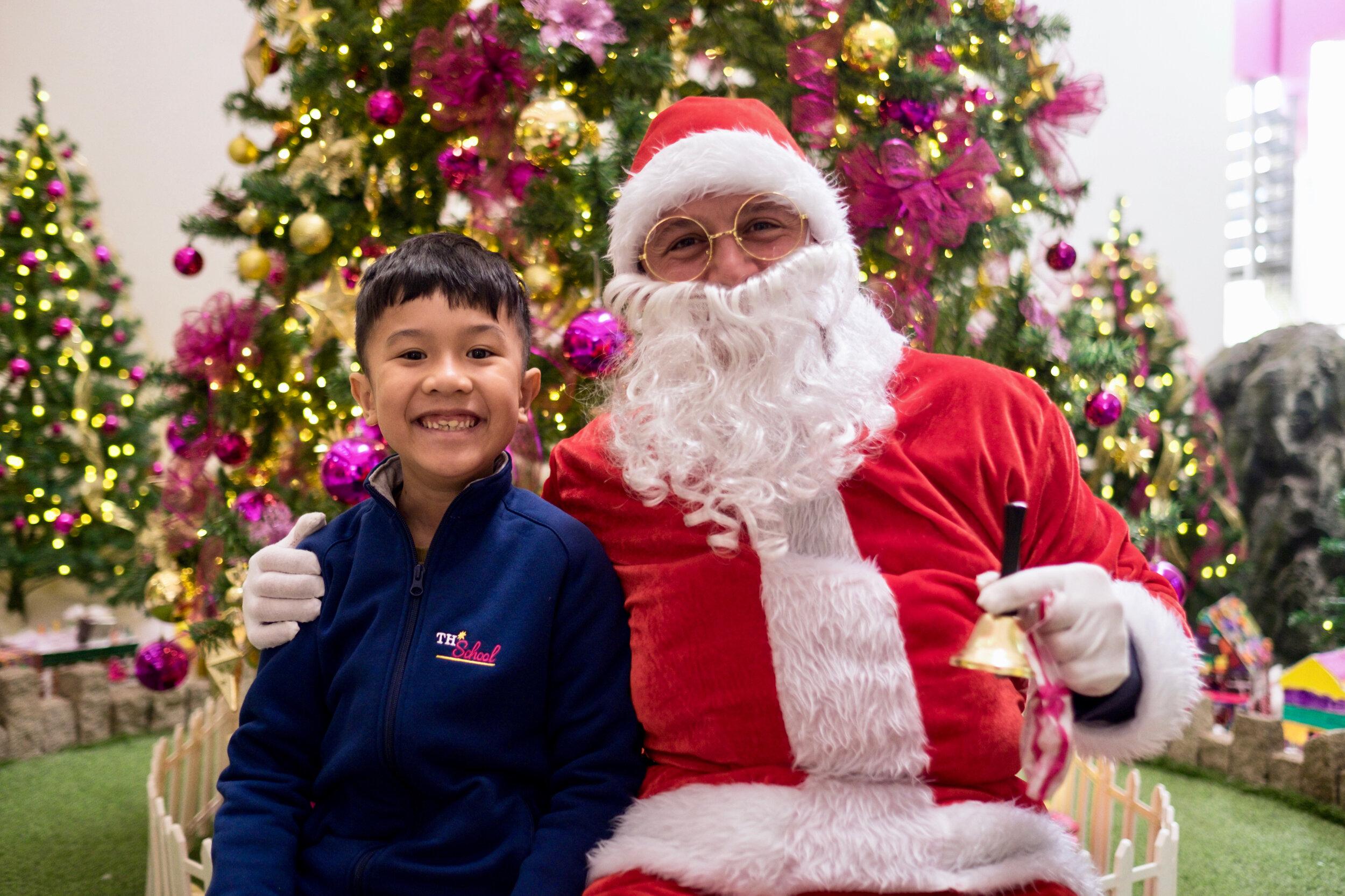 Photoshoot with Santa Clause-213.jpg
