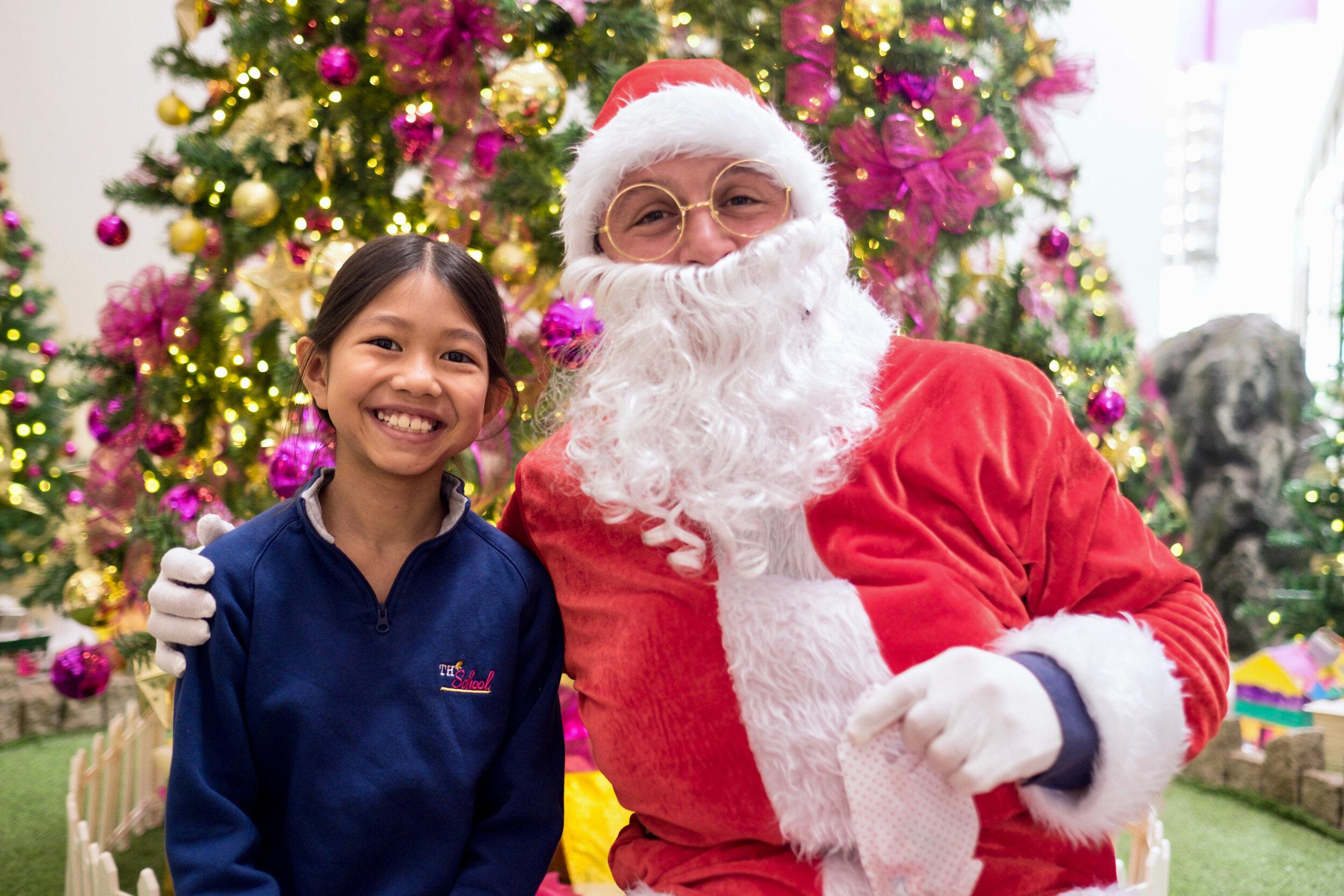 Photoshoot with Santa Clause-319.jpg