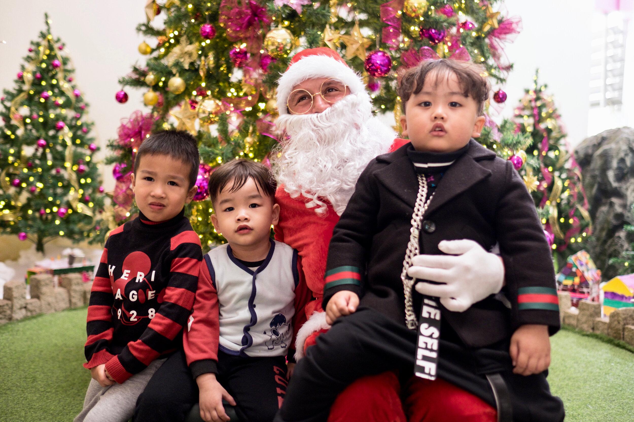 Photoshoot with Santa Clause-308.jpg