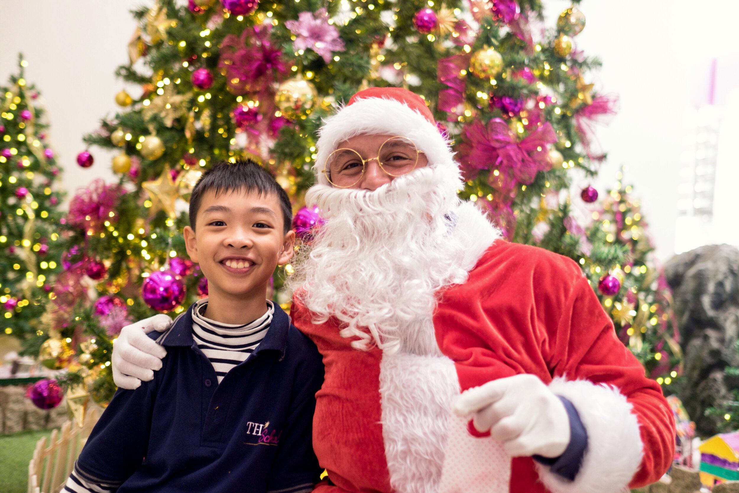 Photoshoot with Santa Clause-344.jpg