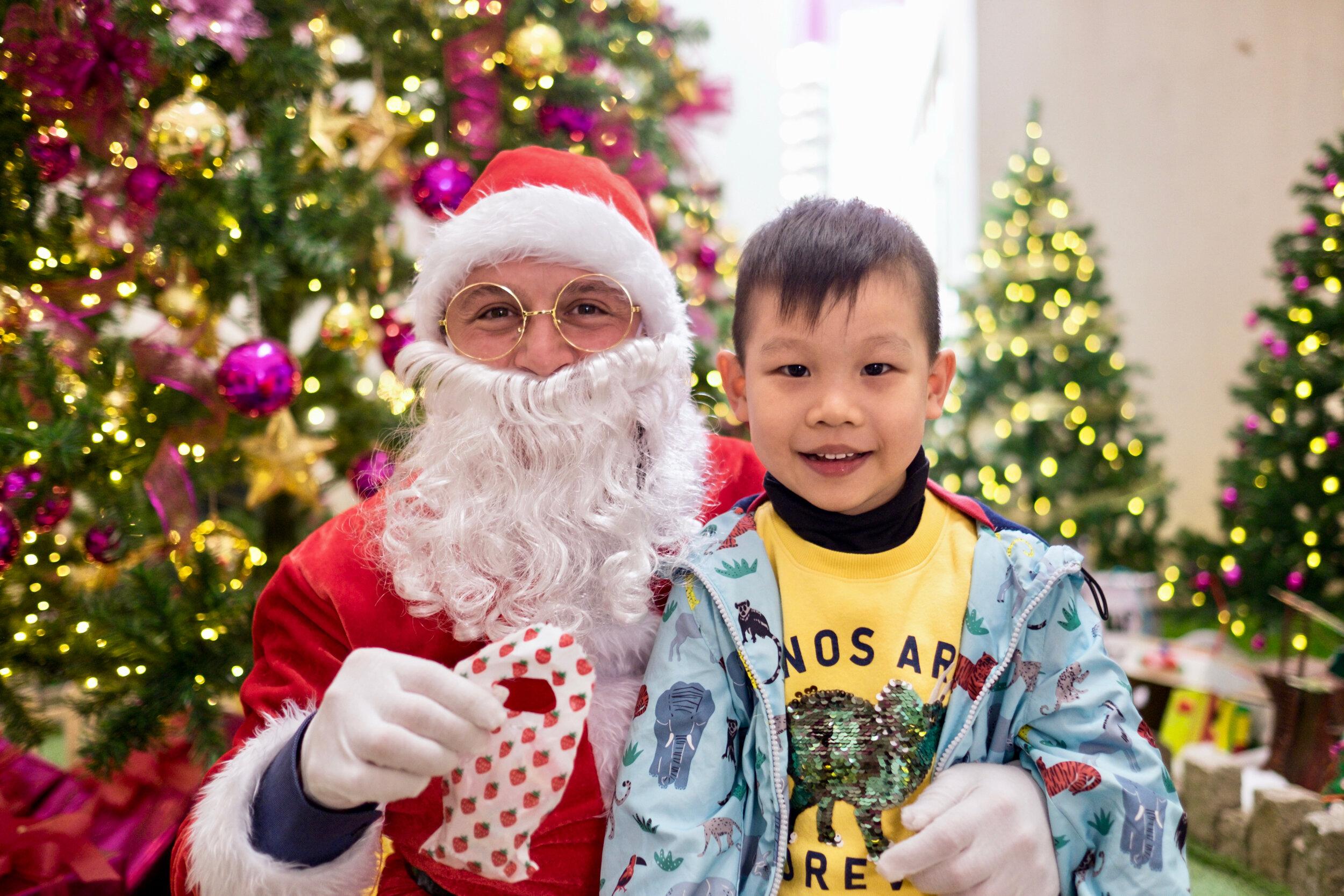 Photoshoot with Santa Clause-364.jpg