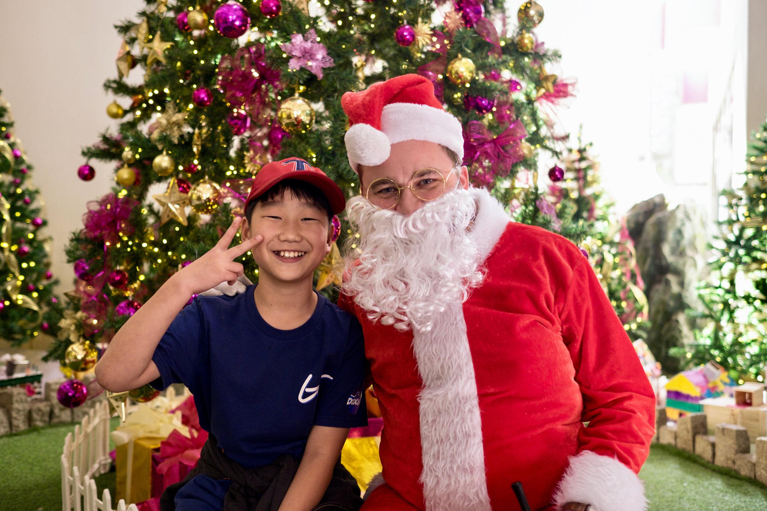 Photoshoot with Santa Clause-456.jpg