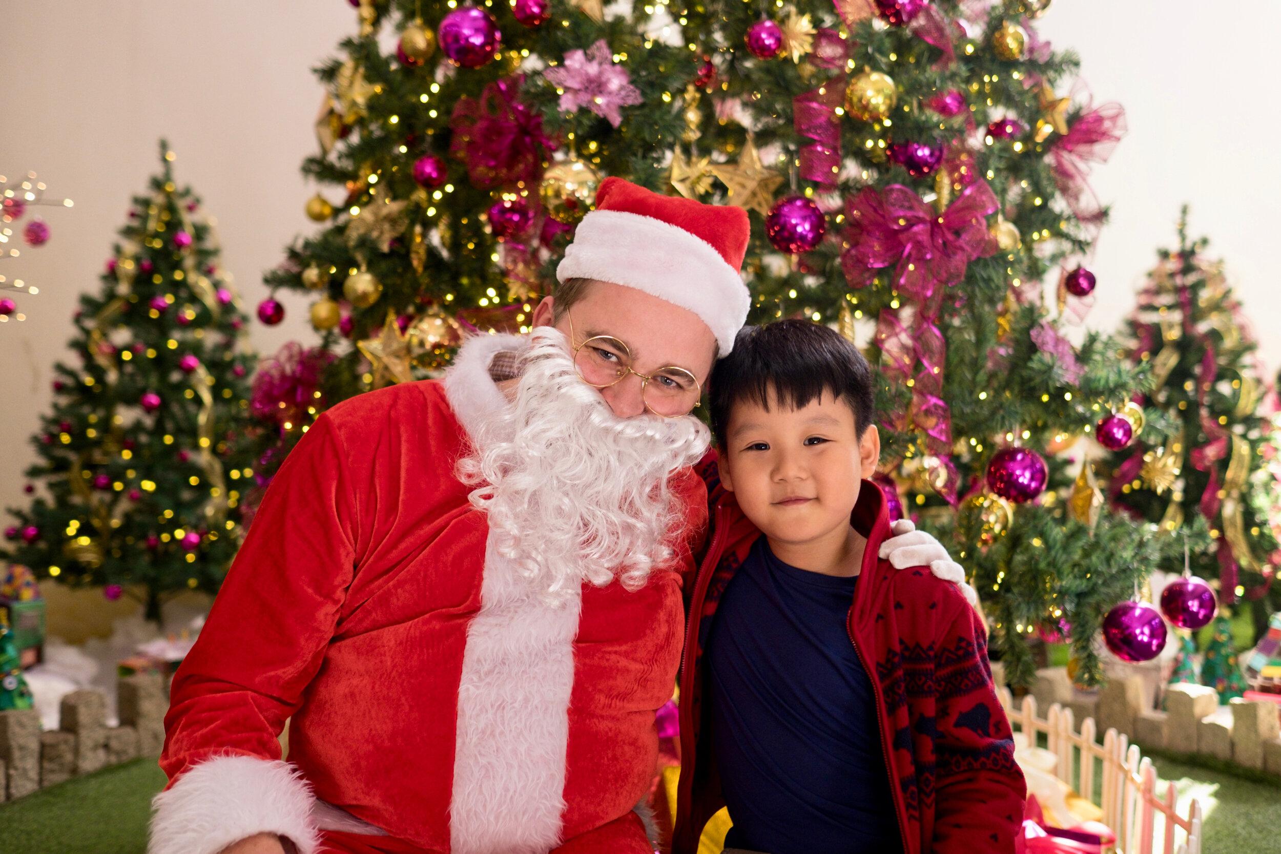 Photoshoot with Santa Clause-508.jpg
