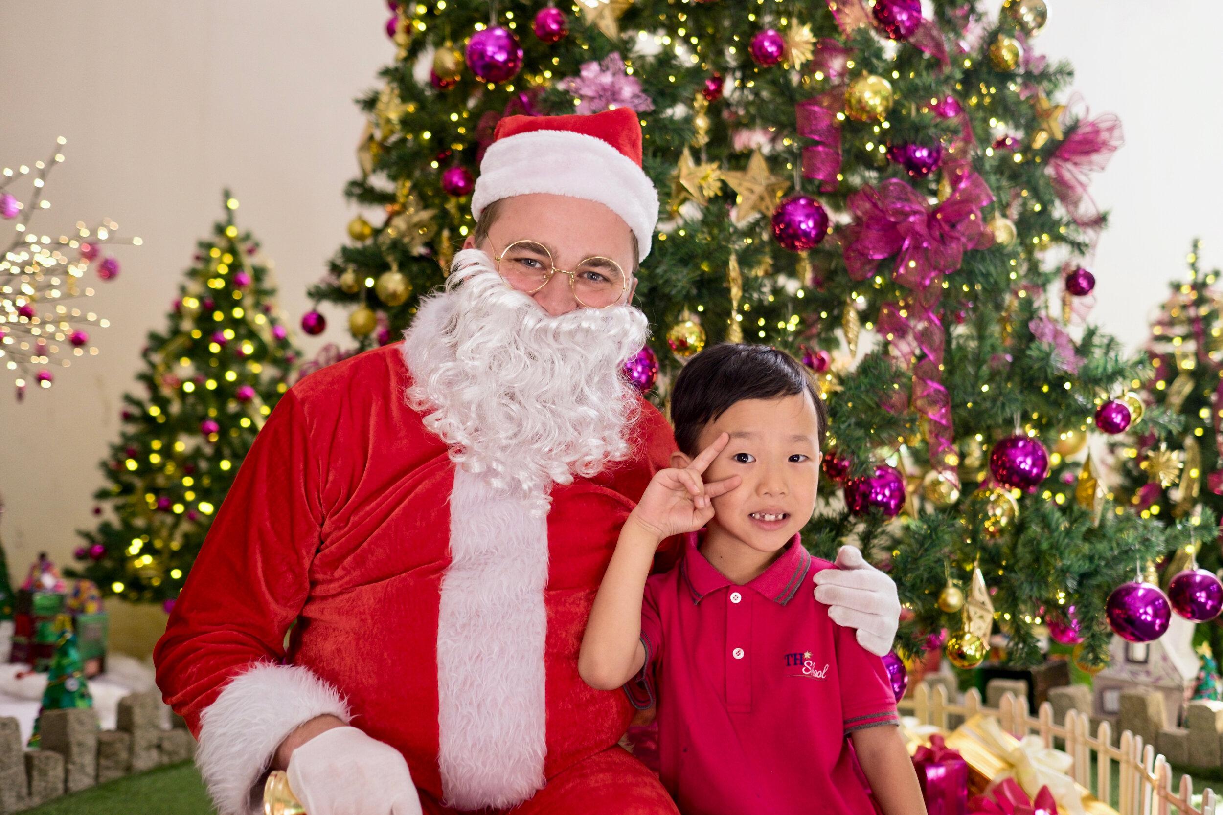 Photoshoot with Santa Clause-514.jpg