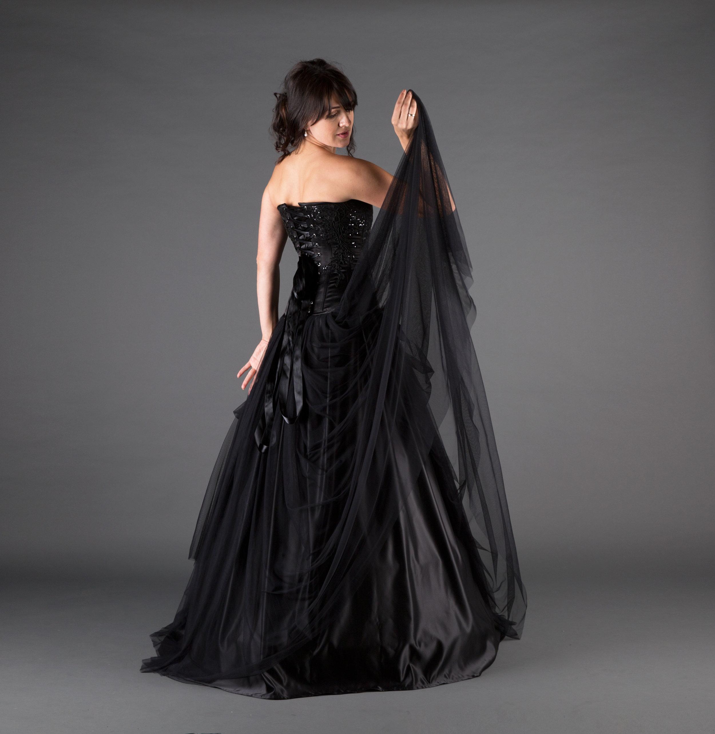 Black Wedding Gown.Queen Black Wedding Dress Ivory Black