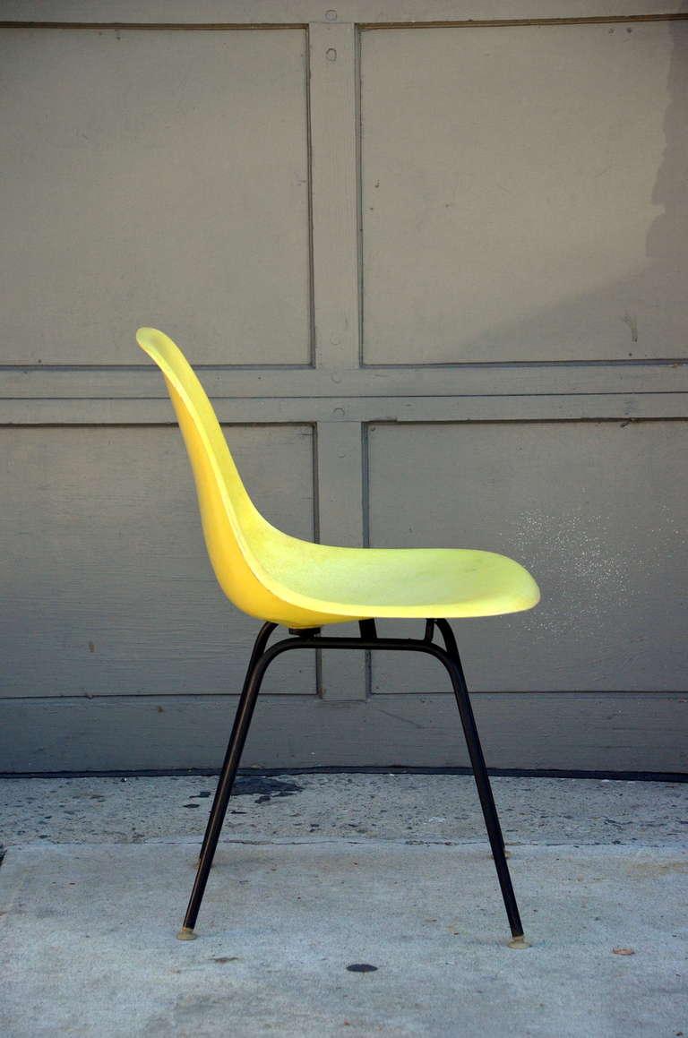 Vintage Herman Miller Chairs >> Set Of 4 Vintage Eames Chairs By Herman Miller
