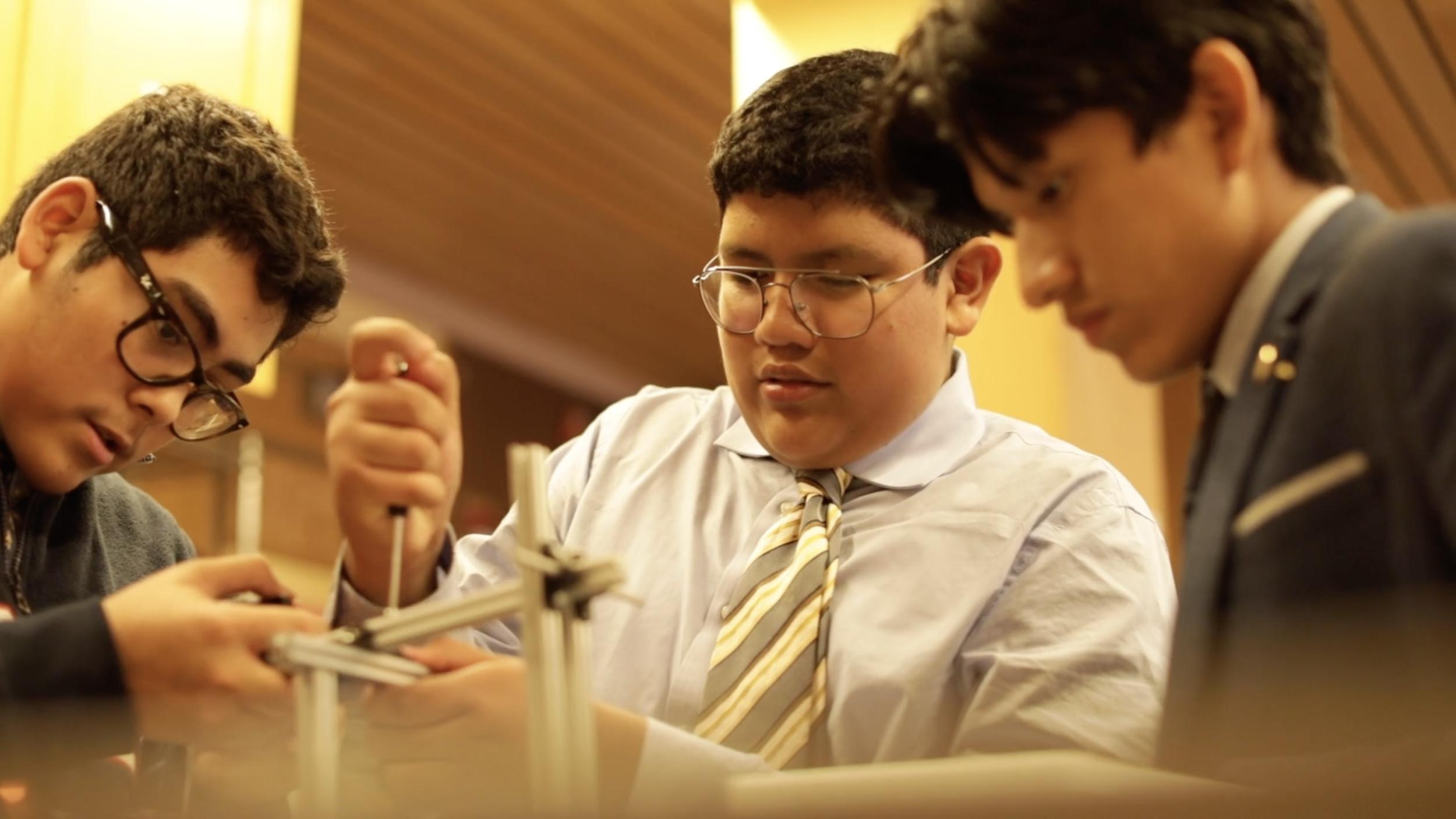上层学校——勃朗宁的上层学校建立在高中年龄的学生和他们的老师之间的密切关系上.Learn More