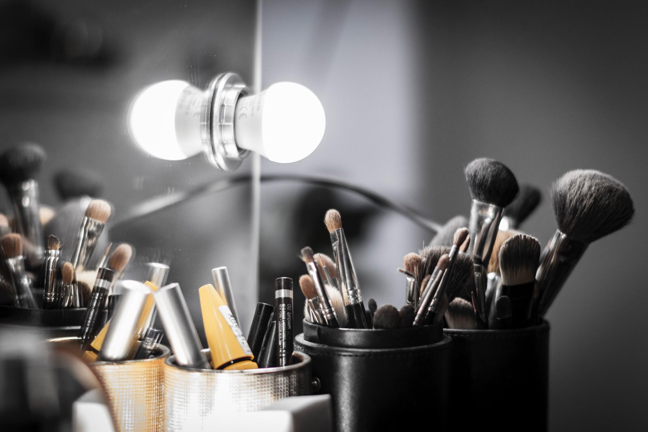 filmtrade-mirror-makeup.jpeg