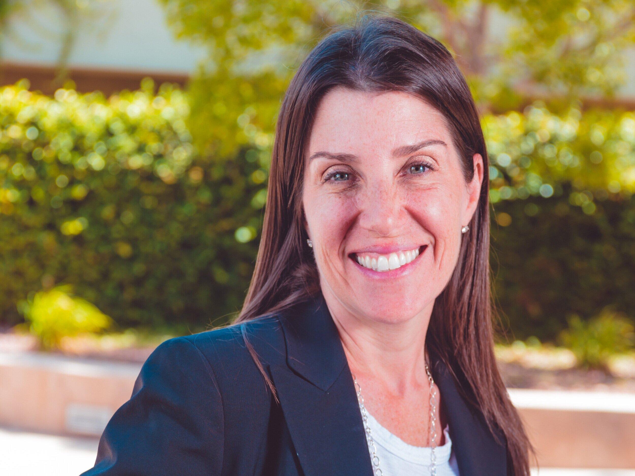 杰西卡·芬卡毕业于哈佛大学法学院,是一名法学教授, 杰西卡将法律和教育方面的专业知识带到托管机构.