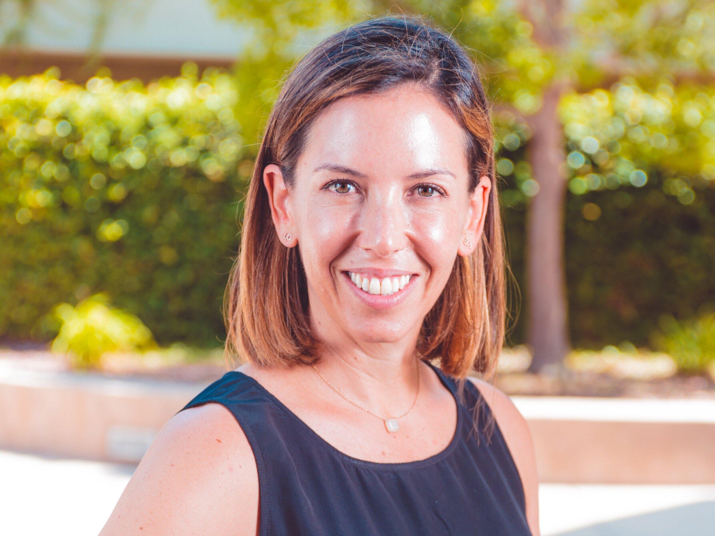 Sonia Mandelbaum SDJA alumna and parent, 索尼娅在SDJA发展委员会任职多年,提供发展和营销专业知识.