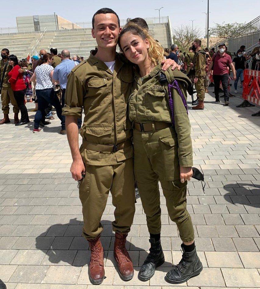 "AG娱乐为自己的SDJA校友感到骄傲, Sharon Cohen和Eitan Breziner不仅完成了陆军课程, 而是获得了""优秀士兵""的荣誉! 他们旅程的下一站, 沙龙将被分配到一个单位作为一个Mashakit塔什(社会工作者)和Eitan将是一个Hovesh(战斗医生)在他的伞兵单位. 恭喜AG娱乐的两位英雄. 你们的SDJA家庭会一直支持你们🇮🇱#sdjaheroes #idf"
