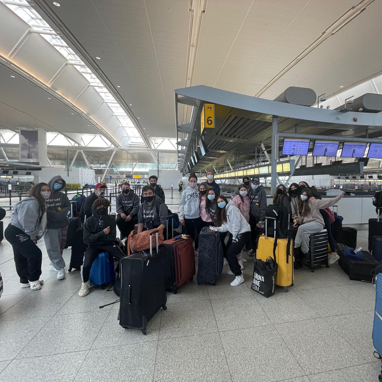 AG娱乐的SDJA老年人在前往以色列的旅途中在肯尼迪机场停留! 希望他们有一个טיסהנעימה. 下一站Eretz Israel🇮🇱🇮🇱#sdja #senior #senior ortrip #以色列