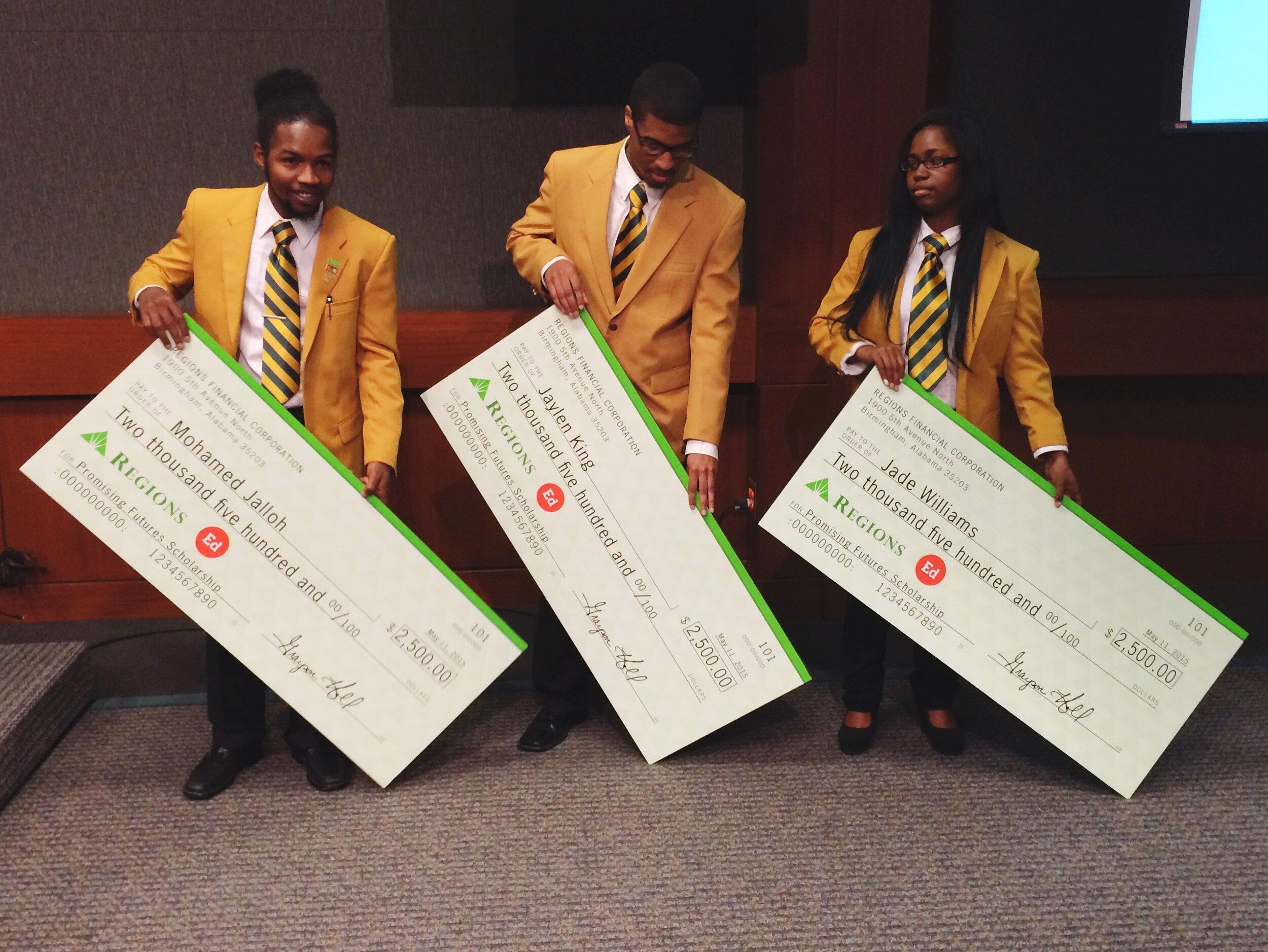奖学金的机会. -教育部将向准备做进一步教育决定的高三学生颁发奖学金. 每个大四学生都将被邀请申请并在他们大四的课程中获得这些奖项.