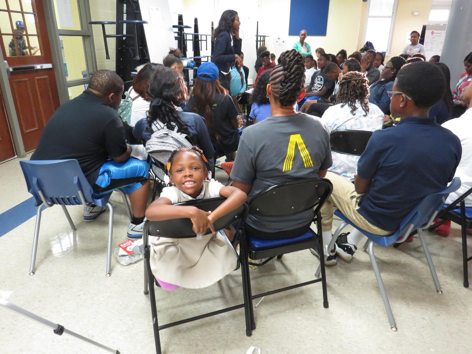 家庭咨询委员会——家庭咨询委员会是由伯明翰城市学校的家长/监护人组成的一个组织,他们每月召开一次会议,为教育部门可以为BCS家庭和学生提供的项目和机会提供建议和投入. 家庭咨询委员会将在伯明翰城市学校社区内通过外展和沟通作为教育的倡导者和支持者.要查看完整的角色描述,请访问http://bit.ly/facjobdescription