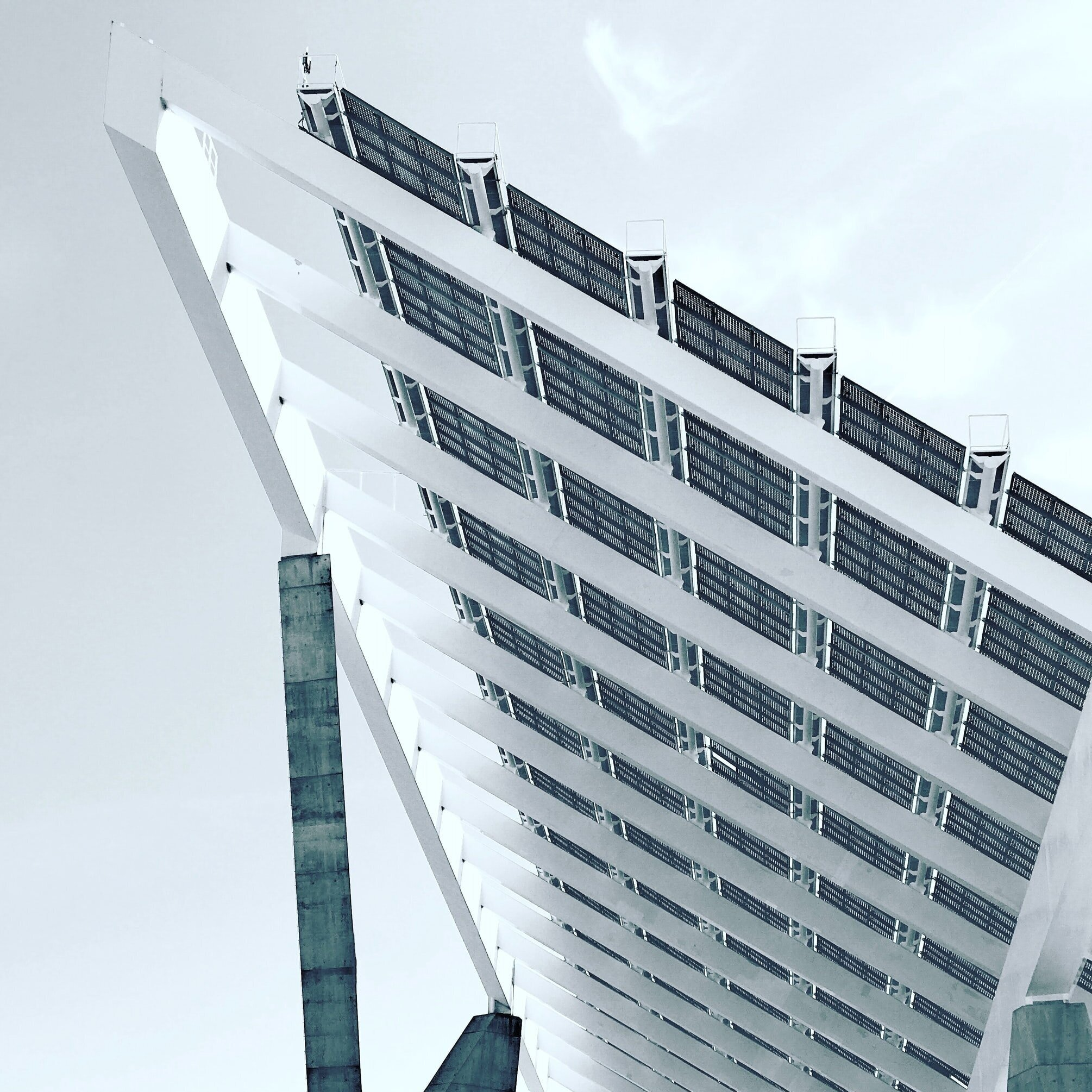 太阳能亚特兰大-市政项目(进行中),2017年10月, 金融城与樱桃街能源公司(Cherry Street Energy)签订了一份合同,为金融城所有的房产安装太阳能电池板, 使之成为乔治亚州最大的市政项目. 该计划中包括的设施是在对太阳能潜力进行广泛审查后选定的, 财务可行性, 和结构完整性. 这些装置是通过太阳能采购协议(SEPA)实现的,该协议允许亚特兰大市无需预付费用就能获得太阳能.