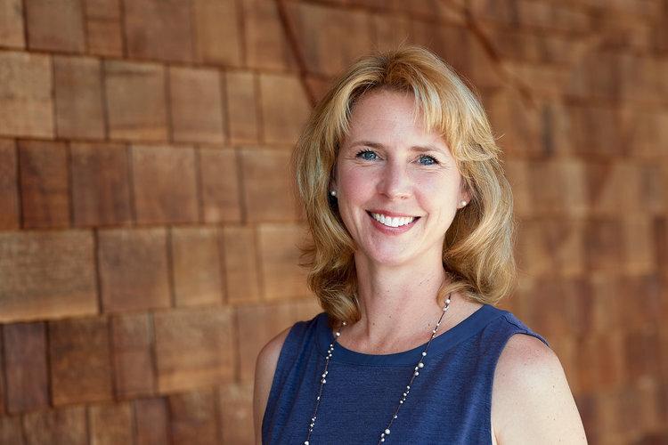 Erika rogers,发展总监