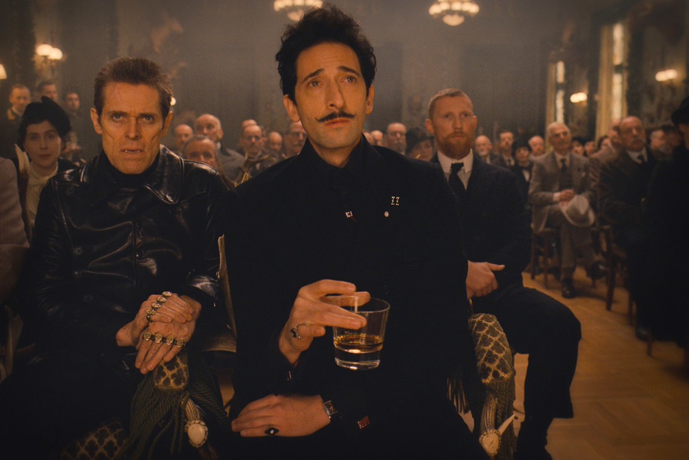 Willem Dafoe and Adrien Brody as Madame D. family members / Fox Searchlight Pictures