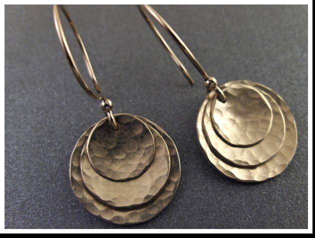 short triped domed gold earrings