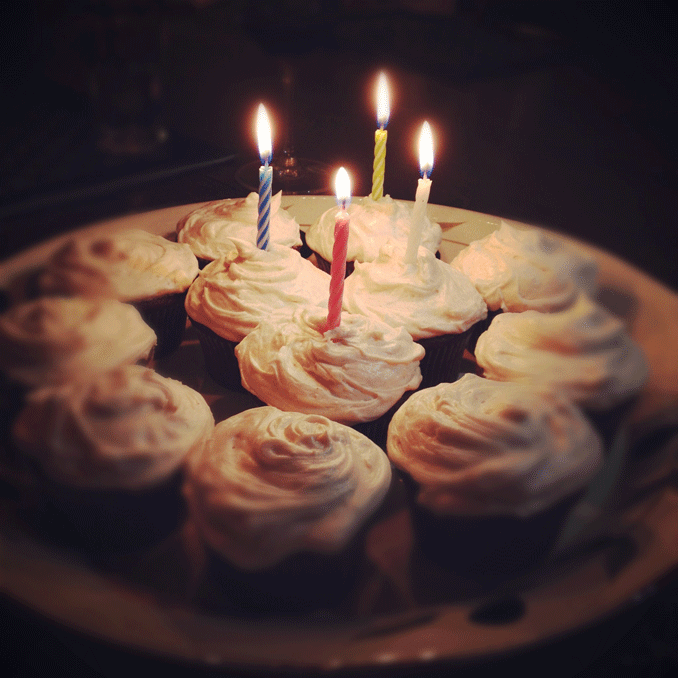 red-velvet-birthday-cupcakes-678.png